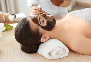 Obraz na płótnie Canvas Young beautiful woman having spa procedure on her face