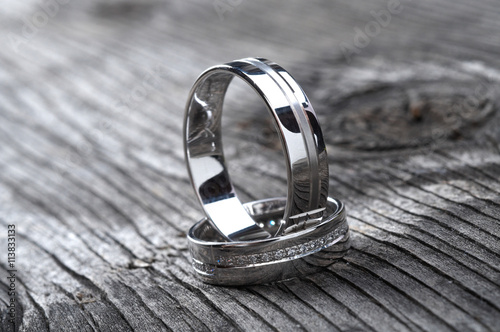 plakat Two wedding rings on rustic wood, b&w