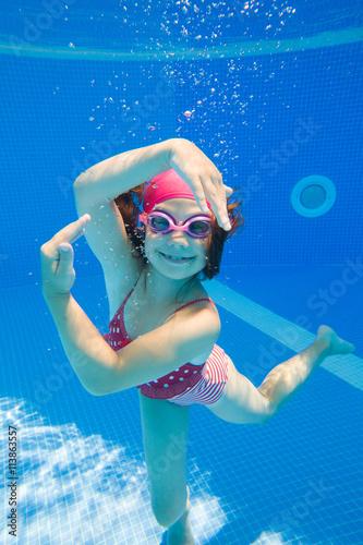 Photo  girl in swimming pool