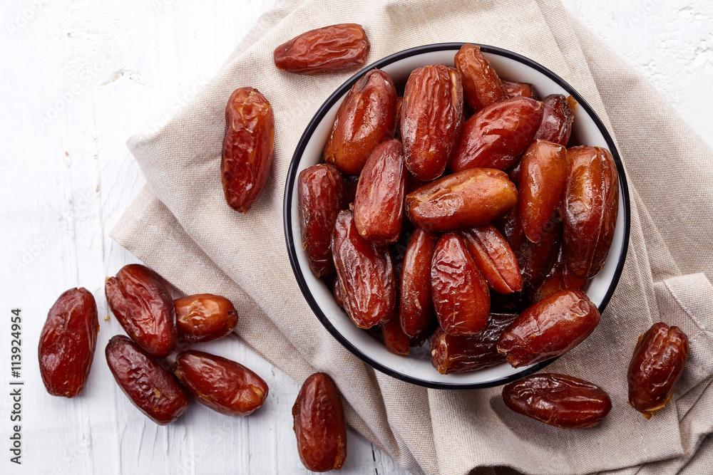 Fototapety, obrazy: Bowl of dried dates