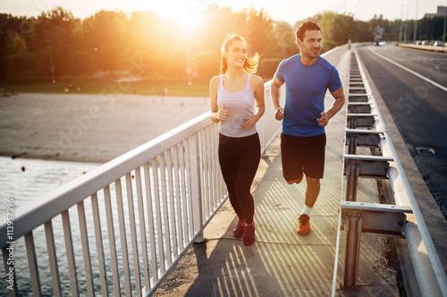 Fotografía  Active couple jogging