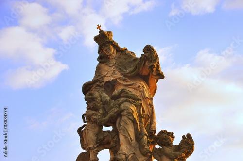 Photographie  Prag, die Goldene Stadt an der Moldau - Antike Statue der Heiligen Ludmilla auf