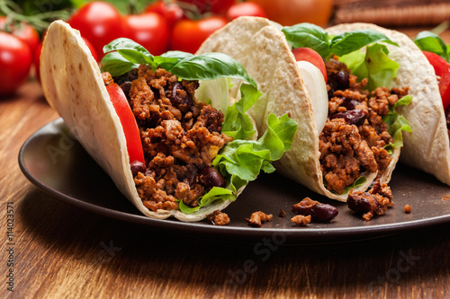 fototapeta na ścianę Mexican tacos with minced meat, beans and spices