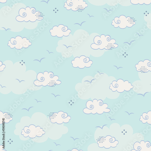 powtarzajacy-sie-wzor-z-chmurami-i-ptakami