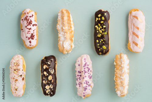 Photo  Eclairs with chocolate ganache and icing with different toppings