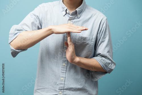 Fotografie, Obraz  カジュアルシャツの男性・ブルーバック