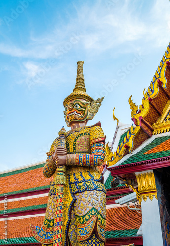 Photo  Giants from the famous emerald temple from Bangkok, Thailand