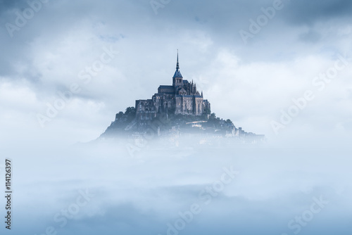 Fotografie, Obraz  Mont saint michel in the mist