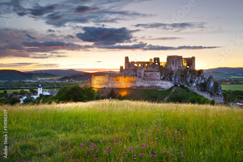 Poster Ruine Ruin of a medieval castle over Beckov village in Slovakia.