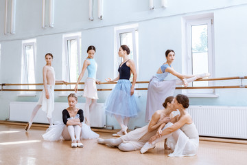 Obraz na PlexiThe seven ballerinas at ballet bar