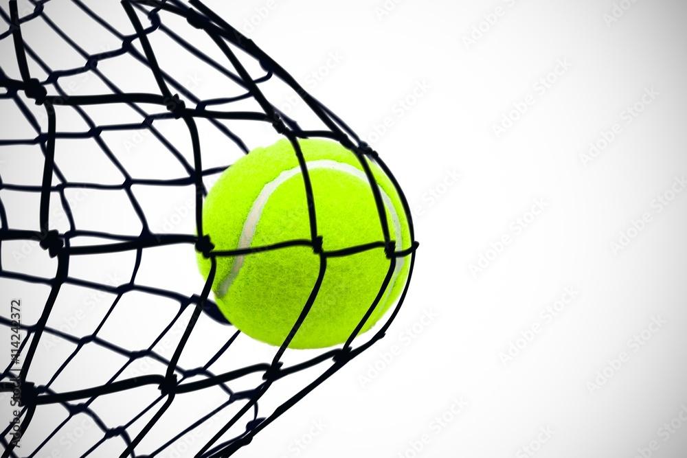 Fotografie, Obraz  Kompozitní obraz tenisového míčku pomocí injekční stříkačky