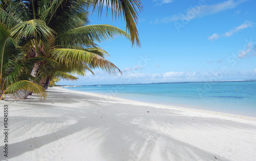 Fotobehang Tropical strand Beautiful white sandy beach with palm trees at the ocean