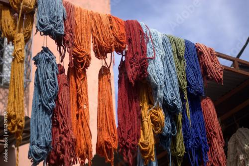 Plakat Wełna ręcznie barwiona na rynkach wschodnich