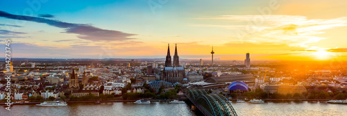 Foto op Plexiglas Panoramafoto s Köln Panorama bei Sonnenuntergang