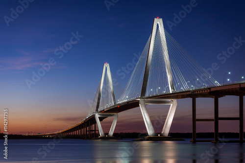 In de dag Brug Sunset at the Arthur Ravenel Jr. Bridge across the Cooper River in Charleston, South Carolina