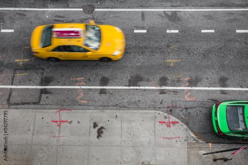 Zdjęcie XXL Widok z góry miejskiej ulicy w Nowym Jorku Manhattan z żółtym taksówką i samochodem