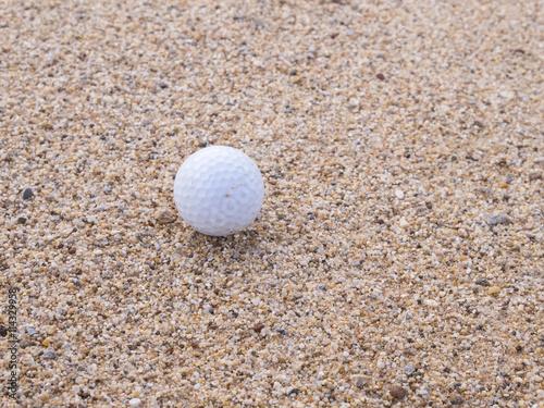 Photo sur Plexiglas Zen pierres a sable Golf ball on the lawn - Golf Background.