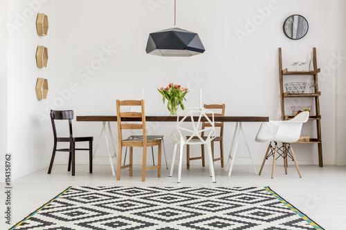 Pinturas sobre lienzo  Variety of chairs
