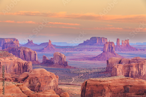 Foto auf AluDibond Durre Hunts Mesa is a rock formation located in Monument Valley, south of the border between Utah and Arizona in the United States