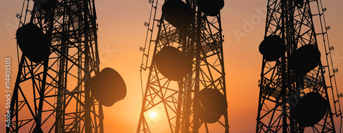 Fotomural  Silhouette, telecommunication towers with TV antennas and satellite dish in suns