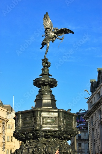 Платно Statue of Eros, Piccadilly Circus, London