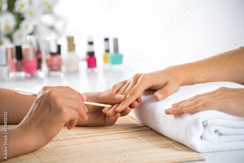 Deurstickers Manicure Manicure procedure