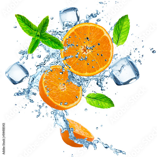 Poster Eclaboussures d eau Fresh oranges in water splash over white