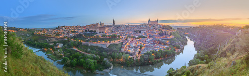 Foto op Aluminium Madrid Panoramic view of ancient city and Alcazar on a hill over the Tagus River, Castilla la Mancha, Toledo, Spain.