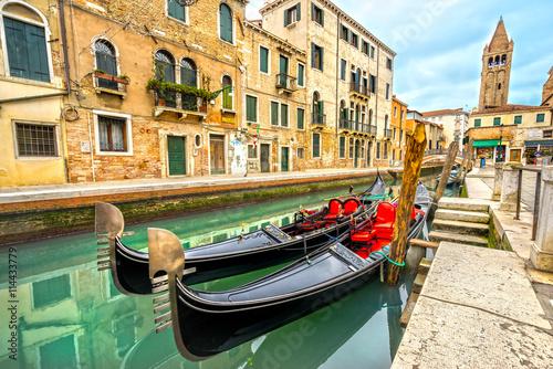 Türaufkleber Gondeln Canal in Venice, Italy