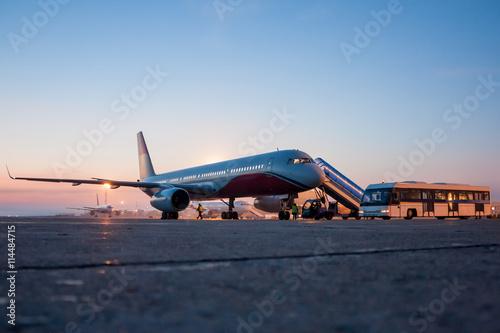 Zdjęcie XXL Samoloty na porannym lotniskowym fartuchu