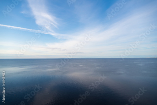 In de dag Donkerblauw blue sky reflected in lake, nature background