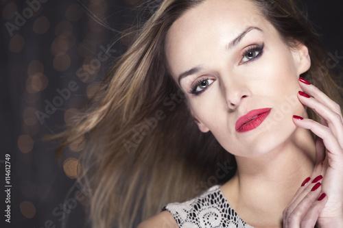 fototapeta na lodówkę Mature beauty sparkling with chic