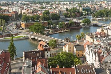Fototapeta na wymiar Miasto i rzeka