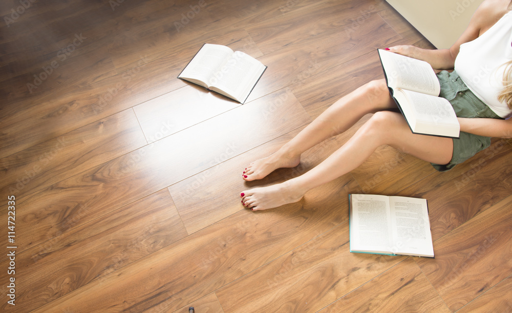 Fototapety, obrazy: Donna legge il libro