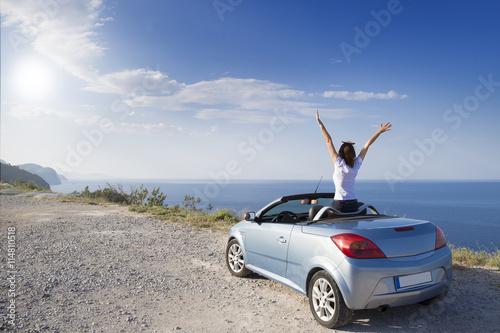 Fotografía  Young woman drive a car on the beach.