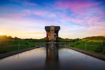 Brodska žičara Strepy-Thieu na Canal du Center u provinciji Hainaut u Belgiji.To je najviša žičara na svijetu.