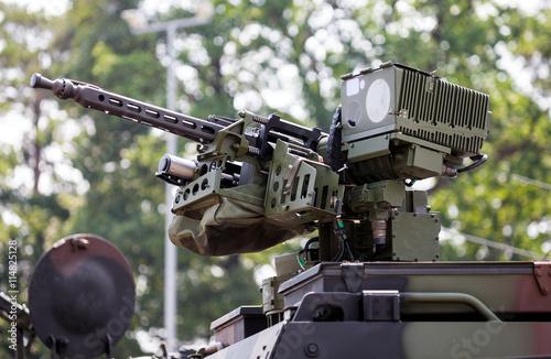 Maschinengewehr auf Fahrzeug Canvas