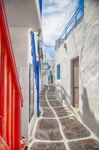 Obraz Grecja, aleja w Mykonos - fototapety do salonu