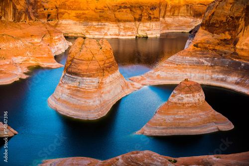 Foto op Aluminium Koraal Reflection Canyon Lake Powell Utah