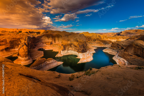 obraz dibond Reflection Canyon Lake Powell Utah