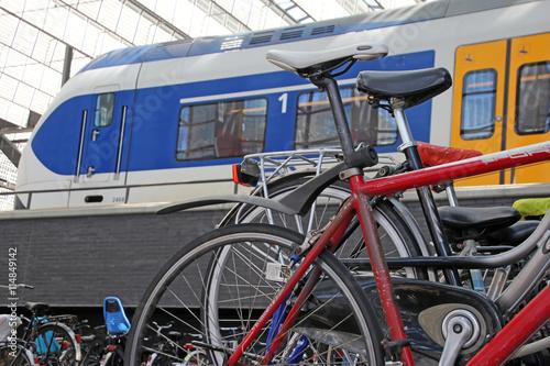Fotografía  fahrräder, bahnhof, rotterdam, niederlande