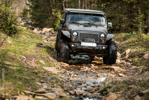 Cuadros en Lienzo off-road extreme expedition on black jeep wrangler