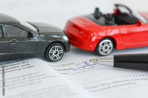 Fotografia  Insurance policy contract concept with toy model cars having a crash or accident