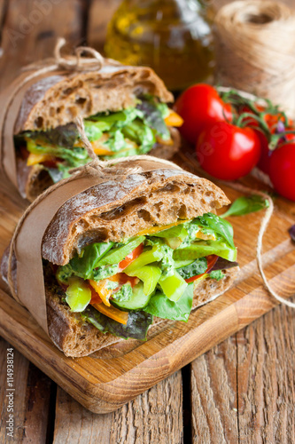 Staande foto Snack veggie sandwich with vegetables and pesto