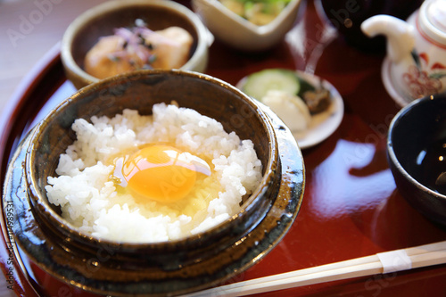 Photo  Japanese traditional food mixes a raw egg and rice