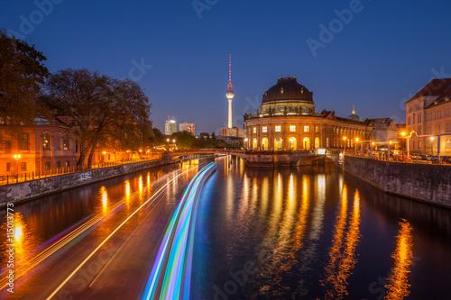 muzeum-im-bodego-muzeum-w-berlinie-polozone-na-tzw-wyspie-muzeow-nocny-widok