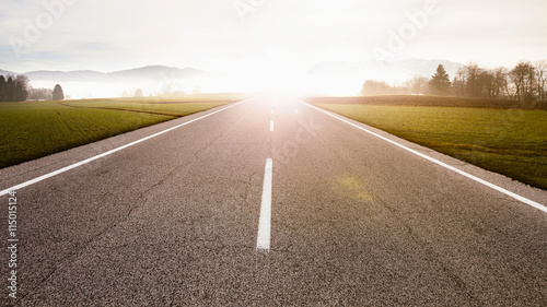 Fotografie, Obraz  Gerade Landstraße im Sonnenaufgang