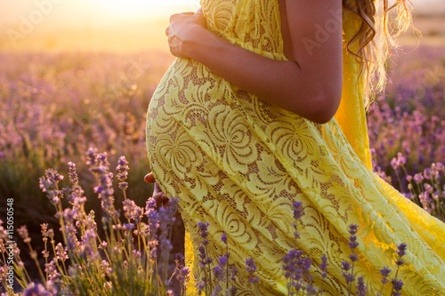 Canvastavla  Belly of pregnant woman in a lavender field