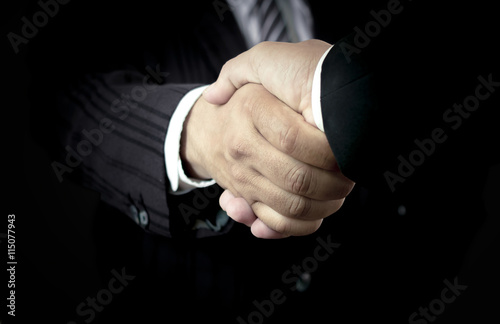 Fotografia  Commit concept: Two successful businessmen shaking hands after good deal