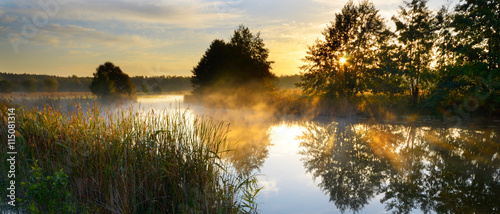 Photo sur Aluminium Chasse Sunset over river